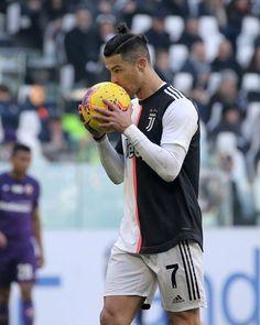 Cristano Ronaldo, Cristiano Ronaldo Juventus, Sports Celebrities, Football Players, Champion, Soccer, Football Wallpaper, Santa Gifts, Secret Santa