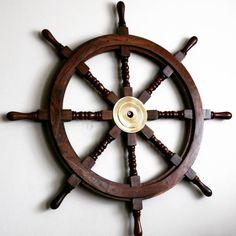 Drewniane koło sterowe z mosiężną piastą - prestiżowy morski symbol przywództwa, stylowy żeglarski prezent, alegoria trzymania steru władzy, dowodzenia, marynistyczny synonim kapitańskiej wiedzy i odpowiedzialności, prezent dla Żeglarza i osób zakochanych w morzu, żaglach, żaglowcach, nobilitujący element morskiego wystroju wnętrz, morski styl  http://sklep.marynistyka.org/kola-sterowe-c-4.html  http://Marynistyka.eu