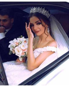 121 princess wedding dresses for fairy tale celebration page 2 Bridal Makeup, Wedding Makeup, Dream Wedding Dresses, Bridal Dresses, Braut Make-up, Wedding Goals, Princess Wedding, Bridal Looks, Beautiful Bride