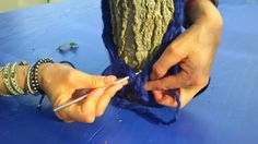 Vestire gli alberi con al lana #yarnbombing #urbanknitting