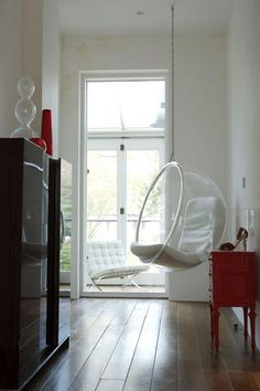 I love the look of these bubble chairs.  I have to admit though, don't drink and attempt to extricate yourself from one. It's like an I Love Lucy episode.