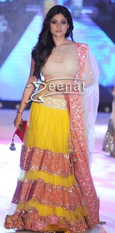 Shamita Shetty in Manish Malhotra for The Cancer Patients Aids Association Love the lehnga style and the color combo! Indian Wedding Outfits, Indian Outfits, Indian Clothes, Indian Weddings, Indian Attire, Indian Wear, Indian Style, Indian Ethnic, Ethnic Fashion