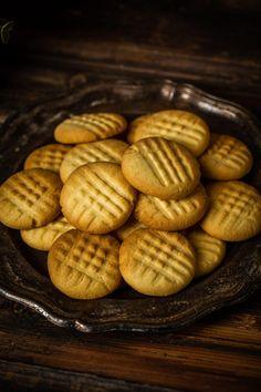 Egyszerű és gyors omlós keksz recept | Street Kitchen Poutine, Penne, Biscuits, Almond, Sweets, Vegan, Cookies, Recipes, Food