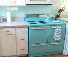House of Turquoise: Tybee Island! Turquoise Kitchen, House Of Turquoise, Aqua Kitchen, Vintage Appliances, Kitchen Appliances, Tybee Island Beach, Kitchen Decor, Kitchen Design, Mad About The House