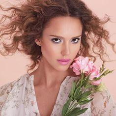 Jessica Alba este mai mult decat un sex-symbol - http://www.101zap.com/2016/06/04/jessica-alba-instyle/ - Jessica Alba ne face dor de vara in noul numar al revistei americane InStyle. Actrita pozeaza in tinute lejere Victoria Beckham, fotografiile fiind realizate de catre Thomas Whiteside. In paginile publicatiei, Jessica vorbeste despre copilaria sa, despre obiectificarea ei, despre compania Honest... - #Instyle, #Interviu, #JessicaAlba