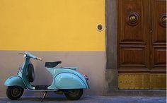 The colors of Lucca. (via Daniel Stark) Piaggio Vespa, Vespa Scooters, Vespa 150, Classic Vespa, Under My Skin, Design Thinking, Lucca, Cool Designs, Bike