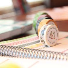 Washi tapes são fitas adesivas lisas ou estampadas para escrever e decorar seu planner. Compre online - www.paperview.com.br • Receba em casa #meudailyplanner #planner2016 #dailyplanner #loveplanner #organização #feitoamao #trend