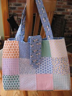 Hooked on Needles: Super Awesome Patchwork Tote Bag Quilted Tote Bags, Patchwork Bags, Bag Pattern Free, Bag Patterns To Sew, Bag Quilt, Diy Bags Purses, Fabric Handbags, Tote Bags Handmade, Japanese Bag