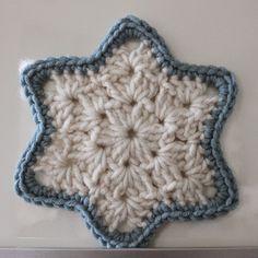 Ik heb een aantal sterren (of sneeuwvlokken) gehaakt om op te hangen in huis. Leuk voor de...