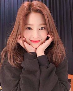 Image may contain: 1 person, selfie and closeup Kpop Girl Groups, Korean Girl Groups, Kpop Girls, Yuri, Petty Girl, Gfriend Sowon, Japanese Girl Group, Kim Min, Ulzzang Girl