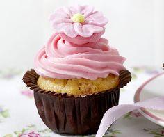 Himbeer-Cupcakes: Schmecken sündhaft gut und sehen fantastisch aus mit der Haube…