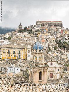 Viaggio a Ragusa: un'autentica scenografia a cielo aperto tra residenze nobiliari, sontuose chiese e spettacolari scalinate