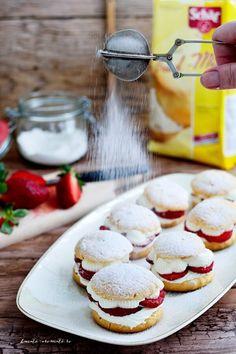 Eclere si choux a la creme cu capsuni (fara gluten) Sin Gluten, Gluten Free, Romanian Desserts, Cafe Design, Food Photo, Camembert Cheese, Creme, Sweet Treats, Deserts
