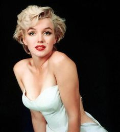 Tablou DualView Startonight Marilyn Monroe - Cea mai frumoasa femeie din lume, luminos in intuneric, 80 x 120 cm - eMAG. Joven Marilyn Monroe, Fotos Marilyn Monroe, Marilyn Monroe Decor, Marilyn Monroe Wallpaper, Young Marilyn Monroe, Vintage Prom, Vintage Glamour, Gwen Stefani, Photos Rares