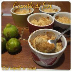 Il crumble di fichi freschi è un dolce semplice, veloce e molto buono. Può essere servito come dopo pasto oppure per merenda, da solo o accompagnato con del gelato o crema pasticciera.