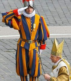 Swiss Guard swearing-in ceremony highlights corps history Swiss Guard, Pope Benedict Xvi, Pope John, My Church, Men In Uniform, Vatican City, Religion, Renaissance, Temples
