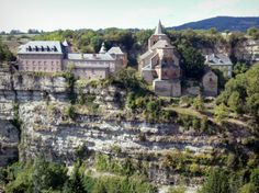 Bozouls - Canyon of Bozouls - Church of Sainte-Fauste - Aveyron dept. - Midi-Pyrénées région, France        ....www.france-voyage.com
