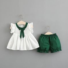 Baby Girl Bow Decor Flutter-sleeve Top and Solid Shorts Set Fashion Kids, Baby Girl Fashion, Baby Girl Bows, Little Baby Girl, Cute Little Girl Dresses, Baby Girl Dresses, Kids Dress Wear, Baby Dress Design, Girlie Style