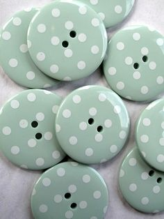 buttons.quenalbertini: Buttons