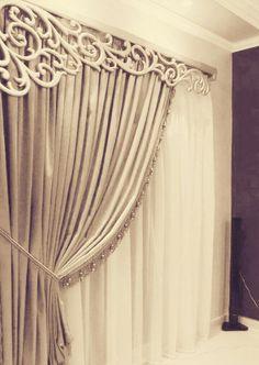 Curtain in royal way