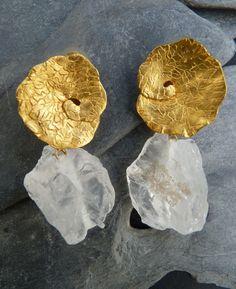 crystal and gold earrings (Univers Mininga) Modern Jewelry, Jewelry Art, Jewelery, Silver Jewelry, Jewelry Accessories, Fashion Jewelry, Unique Jewelry, Jewellery Box, Contemporary Jewellery Designers