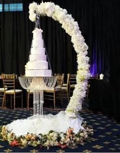 Stage Decorations, Wedding Decorations, Decor Wedding, Arch Wedding, Wedding Table, Suspended Wedding Cake, Chandelier Cake Stand, Hanging Chandelier, Acrylic Chandelier