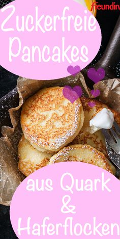 Recipe: Sugar-free pancakes made from cottage cheese and oatmeal- Rezept: Zuckerfreie Pancakes aus Quark und Haferflocken If you want to feed your body, you do not have to do without pancakes. With oatmeal and quark they become a power breakfast - Sugar Free Pancakes, Paleo Pancakes, Cheese Pancakes, Queijo Cottage, Law Carb, Bolos Low Carb, Low Carb Recipes, Healthy Recipes, Healthy Sugar