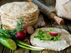 Tortilla de casă | Retete culinare - Romanesti si din Bucataria internationala Romanian Food, Fresh Rolls, Camembert Cheese, Dairy, Bread, Chicken, Ethnic Recipes, House Cake, Food Cakes