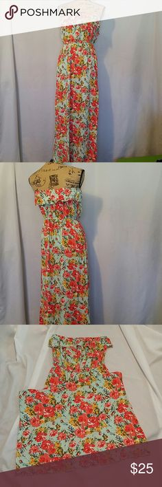 "Charlotte russe maxi tube dress! Beautiful Charlotte russe maxi dress.tube with ruffles.Size medium.and 47"" long.stretchable waistlane,No belt.breast laying flat 18"".in a good condition.Make me an offer. Charlotte Russe Dresses Maxi"
