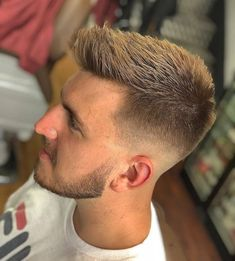 24 best haircut for men 9 - Haircuts For Men - Frisuren Mens Hairstyles With Beard, Cool Hairstyles For Men, Boy Hairstyles, Cool Haircuts, Hair And Beard Styles, Haircuts For Men, Haircut Men, Man Short Hairstyle, Modern Mens Haircuts