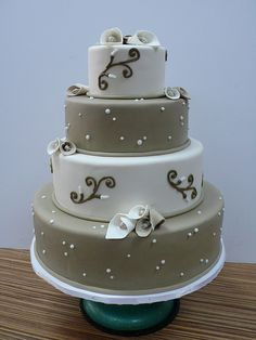 Chic Cala Lily wedding cake by CAKE Amsterdam - Cakes by ZOBOT, via Flickr