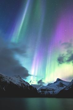 stayfr-sh: Twilight Aurora - A lost soul Beautiful Sky, Beautiful Landscapes, Beautiful Places, Beautiful Lights, Aurora Borealis, Photo Trop Belle, Cool Pictures, Beautiful Pictures, Northen Lights