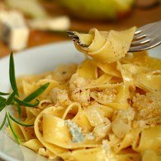 Pappardelle mit Balsamicobirnen und Gorgonzola  Birne und Gorgonzola ein wunderbares Gespann.  Abgerundet mit Walnüssen und Balsamico ergibt sich ein typisch italienisches, sehr harmonisches Nudelgericht.  http://einfach-schnell-gesund-kochen.de/pappardelle-mit-balsamicobirnen-und-gorgonzola/