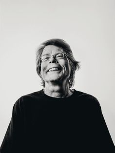 (Stephen King.)* * >THIS AUTHOR MUST HAVE A PORTAL TO ANOTHER DIMENSION. HE DOESN'T WRITE ALL HORROR AND GORE EITHER. HE WON THE NOBEL PRIZE FOR LITERATURE LAST YEAR - PRESIDENT OBAMA PRESENTED IT TO HIM AT THE WHITE HOUSE!