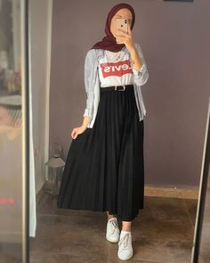Hijab Fashion 794744665480944832 - Source by mdr_malou Hijab Fashion Casual, Hijab Fashion Summer, Street Hijab Fashion, Casual Hijab Outfit, Muslim Fashion, Skirt Fashion, Fashion Outfits, Hijab Dress, Hijab Chic