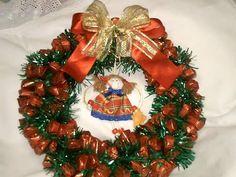 Que tal fazer uma linda guirlanda para o Natal? É o que vamos mostrar a seguir. Confira e veja como