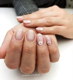 Unhas decoradas rosas: 80 inspirações e tutoriais para fazer em casa, You can collect images you discovered organize them, add your own ideas to your collections and share with other people. Daisy Nails, Pink Nails, Daisy Nail Art, Nail Art Flowers, Flower Nails, Stylish Nails, Trendy Nails, Subtle Nails, Minimalist Nails