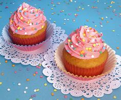 Dollhouse Bake Shoppe: Best Vanilla Cupcakes Ever {Small Batch - Yield: 8} and icing recipe