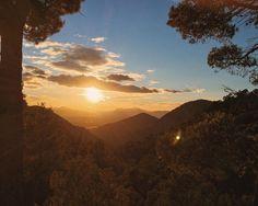 El corazón espiritual según los #cataros y #bogomiolos  es un sol puesto en lo interior del ser humano. Y cuesta solo acumular la bondad para descubrir su potencial. #bondad #altura #mountains #españa #iluminacion #ilumination #inspiracion #inspiration #nature #naturaleza #puestadesol