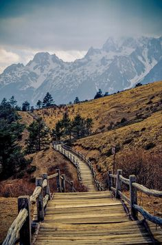 Mountain hiking trail Near Lijiang, Yunnan province, China. Pretty sure I see this in my future. Lijiang, Places Around The World, Oh The Places You'll Go, Places To Travel, Places To Visit, Beautiful World, Beautiful Places, Mountain Hiking, Mountain Trails