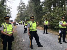 """Thread by @KelvinGawley: """" Burnaby RCMP have descended on Camp Cloud and begun arresting protesters. Soon after this video was taken police told me and one o […]"""" #BREAKING #bcpoli #cdnpoli #CampCloud"""