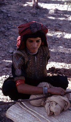 Northern Yemen | Portrait of a young woman sitting on a mat;  taken in Djebel Saber. ca. 1972 - 1975 | ©Dominique Champault // PF0160971