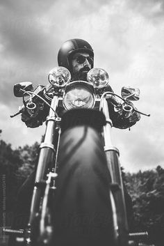 Biker riding his motorcycle by WAVE for Stocksy United - Motorcycle session - Trend Frauen Fahrrad Motorcycle Photo Shoot, Motorcycle Men, Bike Photo, Scrambler Motorcycle, Motorcycles, Biker Photoshoot, Motorbike Design, Motorcycle Wallpaper, Motorcycle Photography