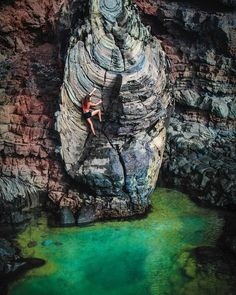 Deep water soloing the boulder problem (via yuukin030)