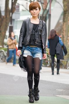 Japanese girls love jean shorts with black tights