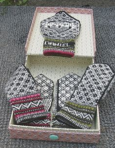Mittens for Annabelle and Daniels wedding. Helylleeva design.