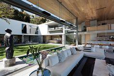 Um resort, uma galeria, uma casa - Casa Vogue   Interiores - quarto casal...