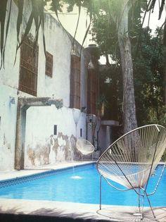Carisma. É assim uma piscina de um filme do François Ozon, não? Blrk para as cadeiras. eeemmmbirrrro!