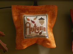 I made this little pillow myself from a cross stitch pattern called Autumnology by The Trilogy.