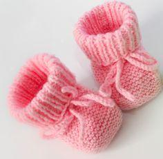 patron tricot chausson bébé gratuit … – Tricot et crochet - Strickmuster für Babys Crochet Hat Pattern Kids, Baby Booties Knitting Pattern, Crochet Baby Boots, Knit Baby Booties, Baby Girl Crochet, Baby Knitting Patterns, Free Knitting, Free Pattern, Booties Crochet